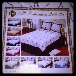 California King 3pc Floral Embroidered Quilt Set